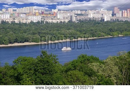 Kiev. Ukraine. 06.09.20. View Of The City And The Dnieper River.