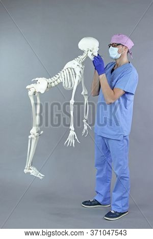 Concept of alternative ergonomic aproach in dentistry. Standing dentist, levitating patient  - skeleton model.