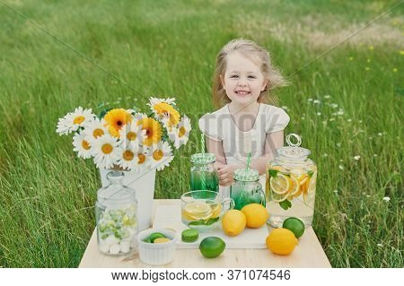 Child Girl With Lemonade. Lemonade And Daisy Flowers On Table. Cozy Morning. Spring And Summer Seaso