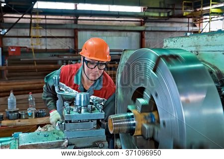 Moscow, Russia -january 10, 2020: A Worker On A Machine Cuts Threads On A Pipe. Pumped Compressor Pi