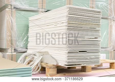 Drywall In A Hardware Store. Drywall Sheets For Repair And Construction. Repair And Construction Con