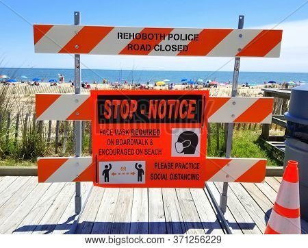 Rehoboth Beach, Delaware, U.s.a - June 13, 2020 - The Sign On The Boardwalk That Advised The Visitor