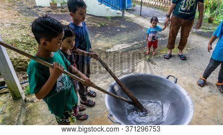 Cooking Traditional Malaysian Sweet Desert, Dodol By The Villagers During Hari Raya.