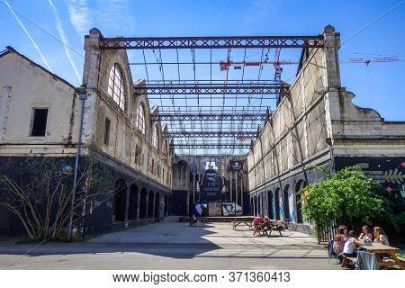 Bordeaux/france - April 18, 2018 : Darwin Alternative Place In Caserne Niel.