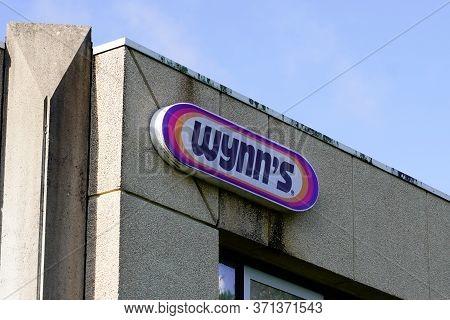 Bordeaux , Aquitaine / France - 02 20 2020 : Wynn's Logo Sign Car Engine Treatments Global Distribut