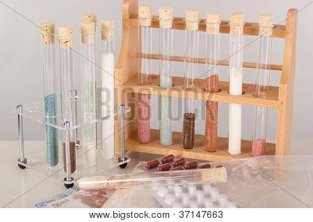 Tubos de ensayo en un laboratorio farmacéutico
