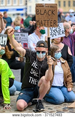 Richmond, North Yorkshire, Uk - June 14, 2020: A Protester Wears A Ppe Face Mask While Kneeling On C