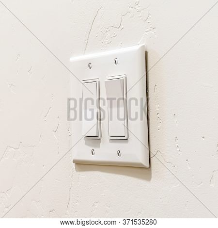 Square Frame Wall Mounted Electrical Rocker Light Switch With Multiple Flat Broad Levers