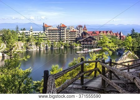 Scenic View Of Mohonk Mountain House And Mohonk Lake In Upstate New York.