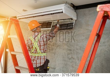 Air Conditioner Repair Technician Service At Home
