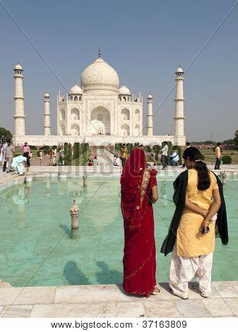 India Tourists At The Taj Mahal