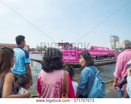 Chao Phraya River Bangkok Thailand-31 December 2018:travelers Are Taking A Boat On The Chao Phraya R