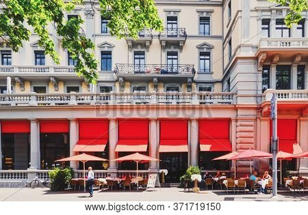 Zurich, Switzerland Circa September, 2019: Restaurant On The City Center Street Of Zurich In Switzer
