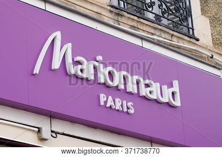 Bordeaux , Aquitaine / France - 02 21 2020 : Marionnaud Logo Store Front Shop Beauty Brand Chain Of