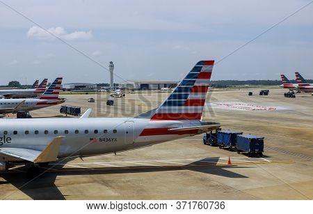 10 Jun 20 Minneapolis, Mn Us: American Airlines Aircraft As It Departs International Airport