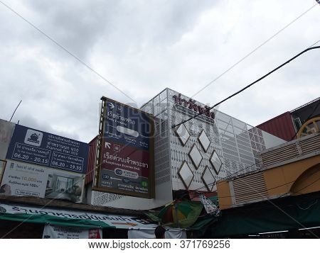 Wang Lang Pier,bangkok Thailand-08 June 2019:prannok Pier,also Known As The Siriraj Pier Or Wang Lan