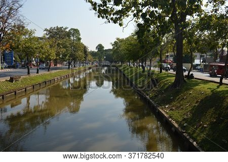 Chiang Mai Thailand-10 January 2020:chiang Mai Moat In The Songkran Festival, The Water In Pairs Is
