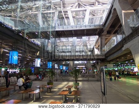 Suvarnabhumi Bangkok Thailand-31 October 2018;in The Airport, Passengers Are Walking To Different Ar
