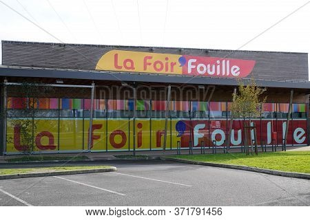 Bordeaux , Aquitaine / France - 11 07 2019 : La Foir Fouille Sign Logo Store French Chain Cheap Deco