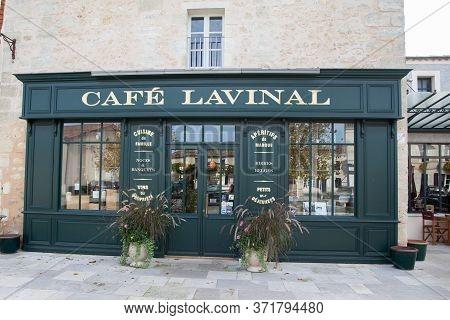 Bordeaux , Aquitaine / France - 03 15 2020 : Café Lavinal In Bages Village Of Pauillac In Medoc West