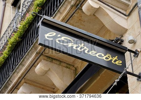 Bordeaux , Aquitaine / France - 11 07 2019 : L'entrecote Sign Logo Brand French Chain Restaurant Fro