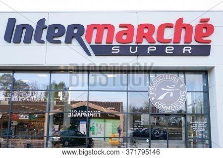 Bordeaux , Aquitaine / France -  01 09 2020  : Intermarche Sign Shop French European Supermarket Cha