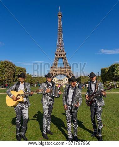 Paris, France - Sept 15, 2017. Quartet Musicians Perform In Front Of Eiffel Tower