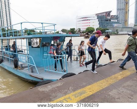 Bangkok,thailand-16 August 2018:chao Phraya River Passenger Boat, Passenger And Tourist Head To The