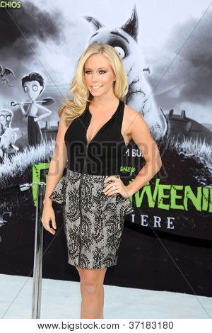 LOS ANGELES - SEP 24:  Kendra Wilkinson arrives at the
