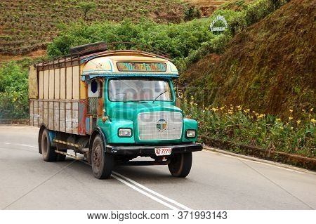 Nuwara Eliya, Sri Lanka - October 18 : The Tata Lorry Is On The Road On October 18, 2011 In Nuwara E