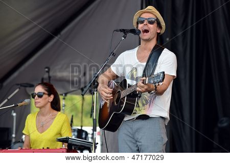 Raine Maida and Chantal Kreviazuk