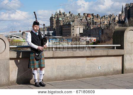 Edinburgh, Uk - April 25, 2013: Scottish Bagpiper Playing Music With Bagpipe At Edinburgh In Scotlan