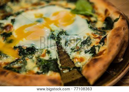 Margarita pizza with arugula and egg