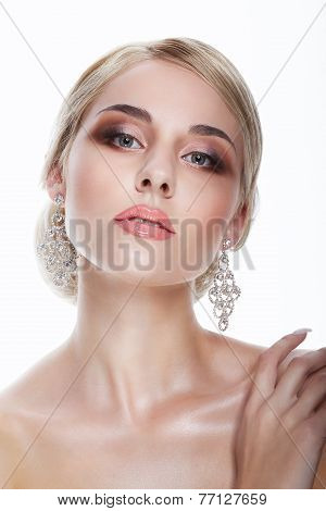 Luxury. Aristocratic Lady Blonde With Jewelry - Platinum Eardrops