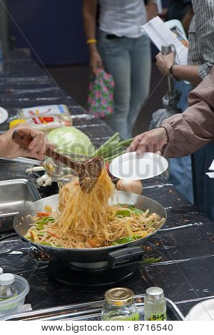 Thai Noodles - Cooking
