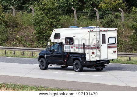Dodge Ram 2500 Fleetwood Elkhorn Camper