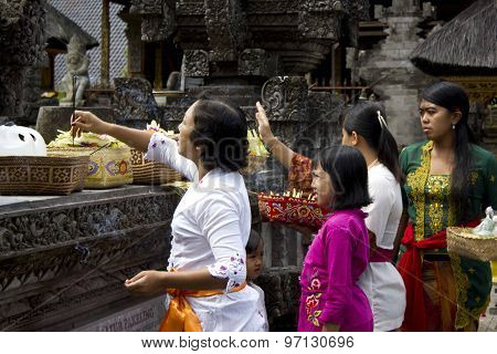 Balinese Women Giving Offers To The Deity