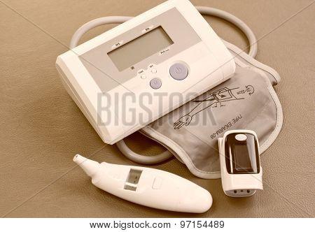 Pulse Oximeter, Blood Pressure ( Sphygmomanometer ),digital Thermometer For Measure Vital Sign