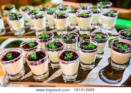 The sweet blueberry panna-cotta recipes for party