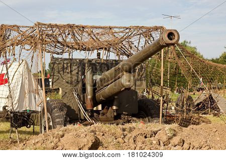 WESTERNHANGER, UK - JULY 21: An allied WW2 artillery piece is put on display within the living history section for the public to view at the War & Peace Revival show on July 21, 2016 in Westernhanger
