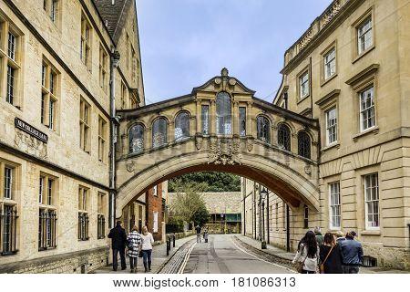 People Walk Under Bridge Of Sighs In Oxford