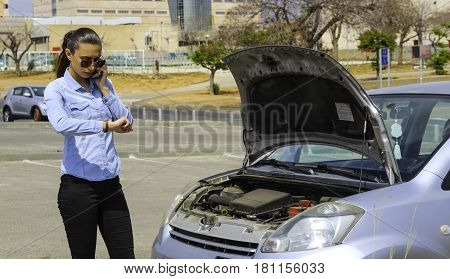 A woman gets stuck with a broken car, needs help, the car does not motivate