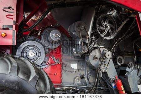 Mechanical gears in transmission of a harvester.