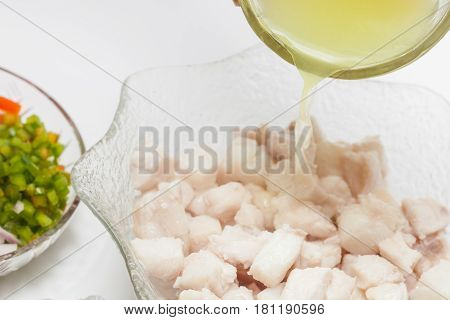 Peruvian ceviche preparation : Marinate fish in lemon juice