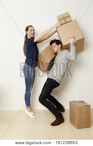 Man struggling to move home with girlfriend