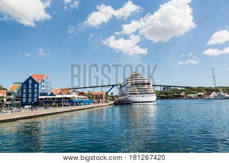 Cruise Ship by Curacao Resort and Bridge