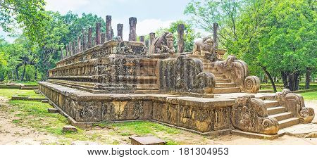 Discover Palaces Of Polonnaruwa