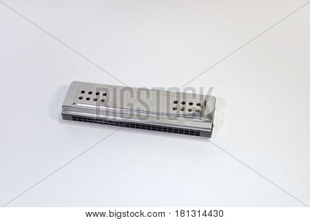 the metal chromed mouth organ (lip accordeon)