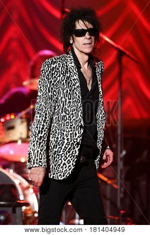 HUNTINGTON, NY-AUG 30: Singer Peter Wolf of the J. Geils Band performs onstage at The Paramount on August 30, 2015 in Huntington, New York.