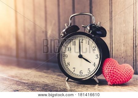 Love Clock Vintage Tone Timed 4 O'clock, Time Of Sweet Loving Past Memories Story On The Old Wood Ba